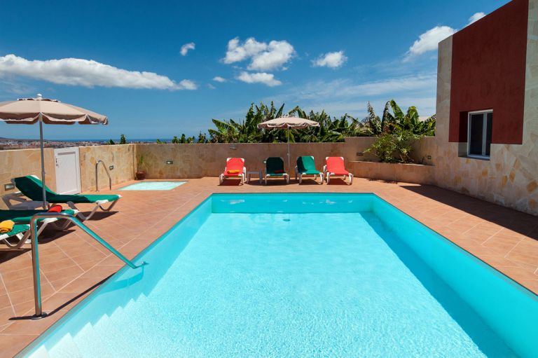 Moderne luxusvilla mit pool  Villa Gran Canaria mit beheiztem Pool und Jacuzzi